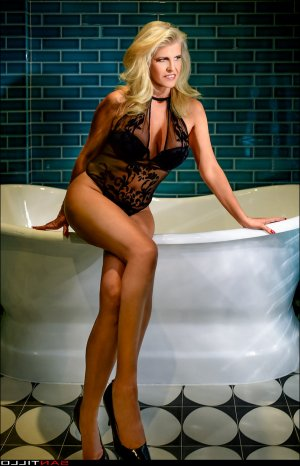 Emma-louise independent escort, casual sex